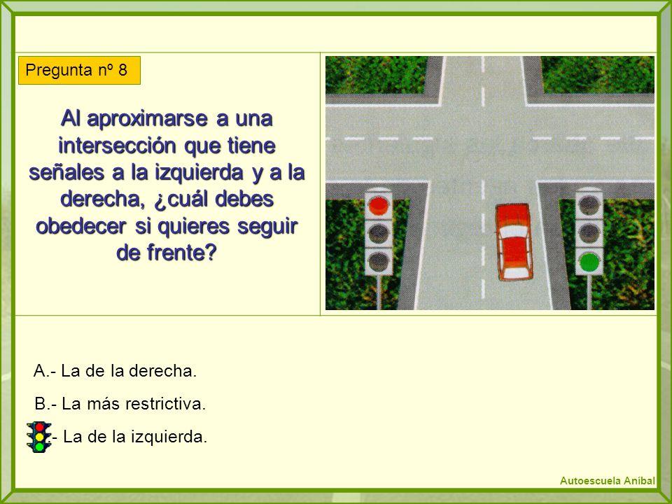 Al aproximarse a una intersección que tiene señales a la izquierda y a la derecha, ¿cuál debes obedecer si quieres seguir de frente? A.- La de la dere