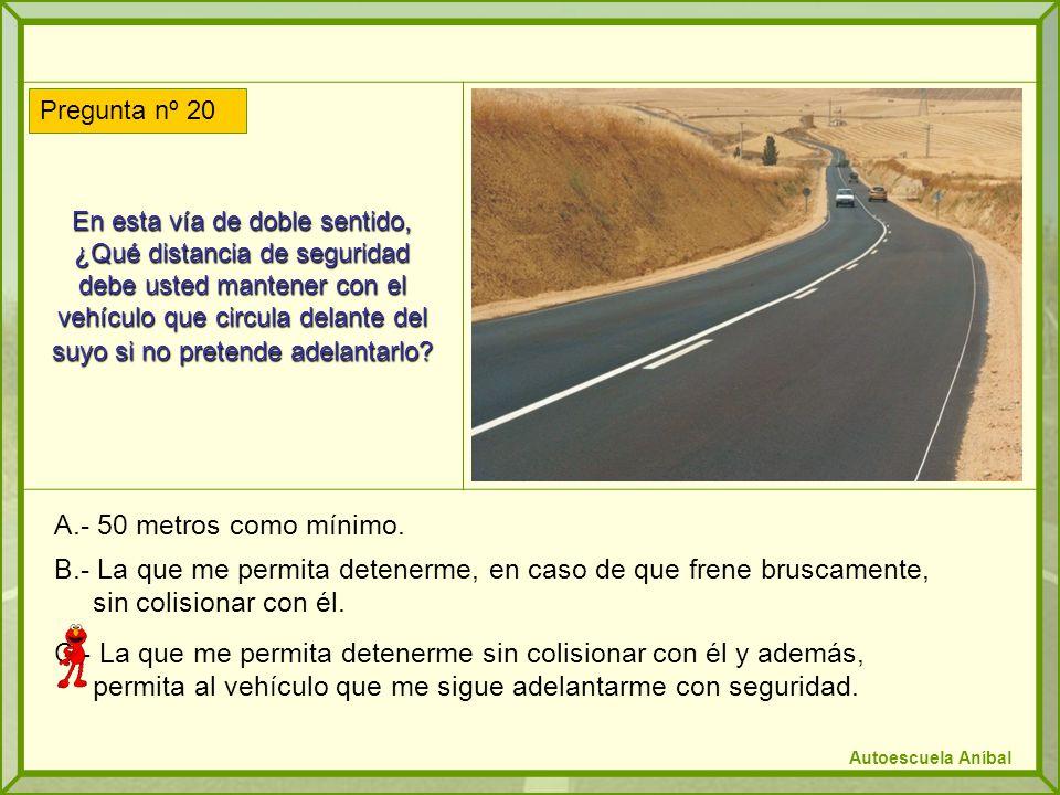En esta vía de doble sentido, ¿Qué distancia de seguridad debe usted mantener con el vehículo que circula delante del suyo si no pretende adelantarlo.