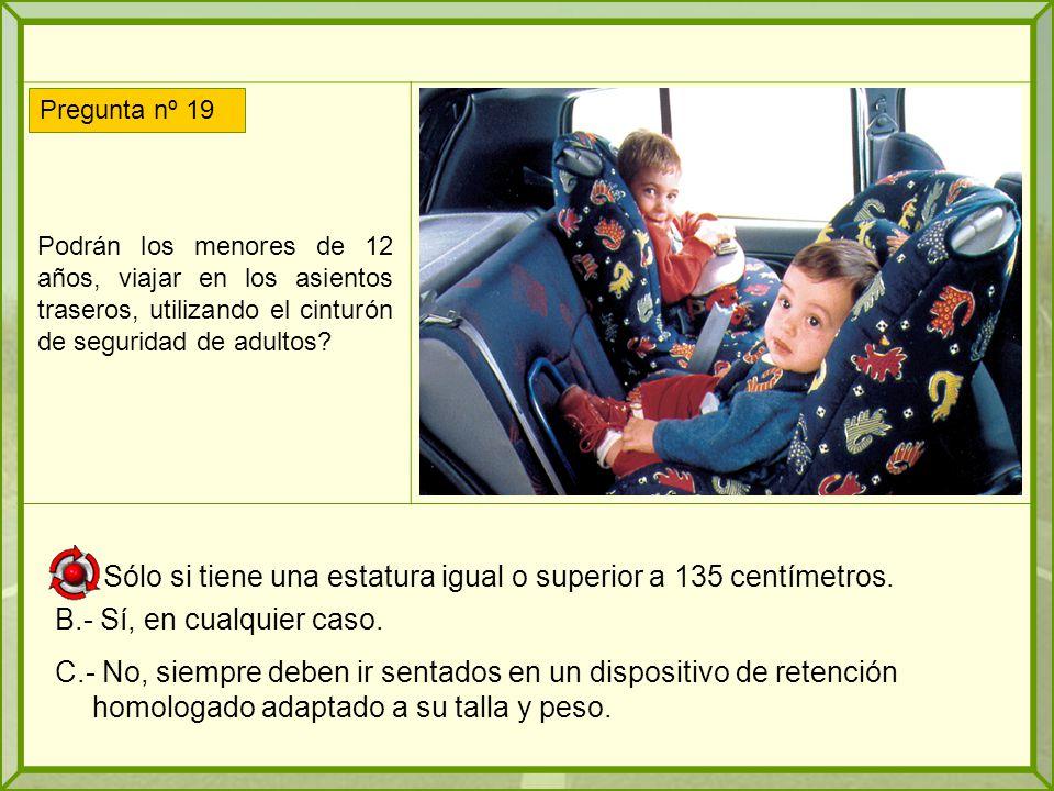 Podrán los menores de 12 años, viajar en los asientos traseros, utilizando el cinturón de seguridad de adultos.