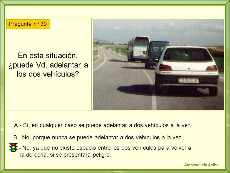 En esta situación, ¿puede Vd. adelantar a los dos vehículos? A.- Sí, en cualquier caso se puede adelantar a dos vehículos a la vez. B.- No, porque nun