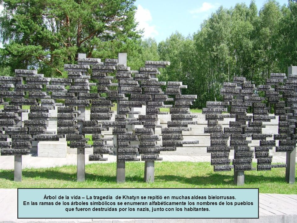 Árbol de la vida – La tragedia de Khatyn se repitió en muchas aldeas bielorrusas. En las ramas de los árboles simbólicos se enumeran alfabéticamente l