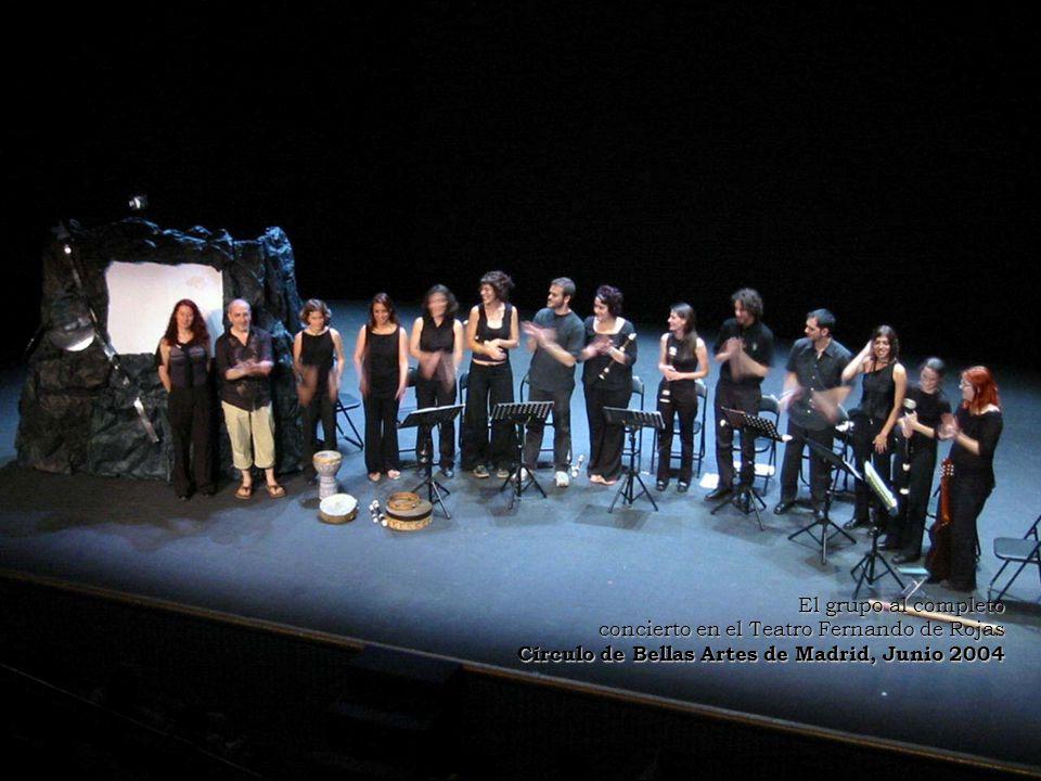 El grupo al completo concierto en el Teatro Fernando de Rojas Círculo de Bellas Artes de Madrid, Junio 2004