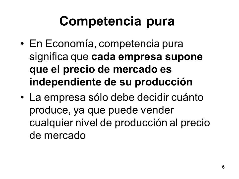 6 En Economía, competencia pura significa que cada empresa supone que el precio de mercado es independiente de su producción La empresa sólo debe deci