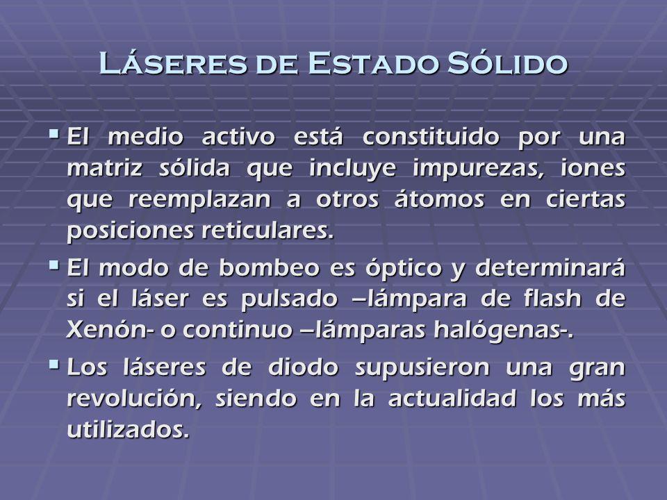 Láseres de Estado Sólido El medio activo está constituido por una matriz sólida que incluye impurezas, iones que reemplazan a otros átomos en ciertas