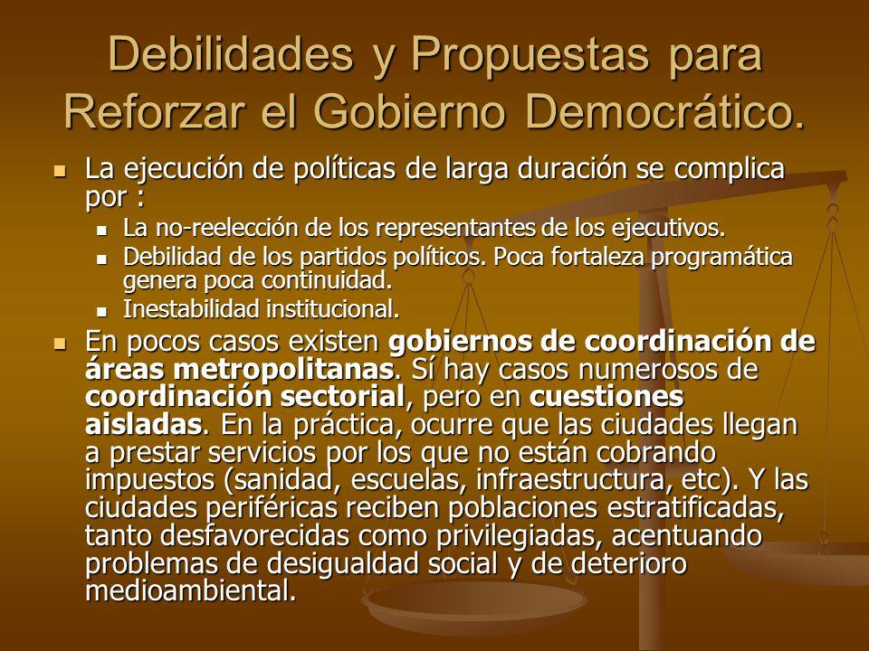 Debilidades y Propuestas para Reforzar el Gobierno Democrático. La ejecución de políticas de larga duración se complica por : La ejecución de política