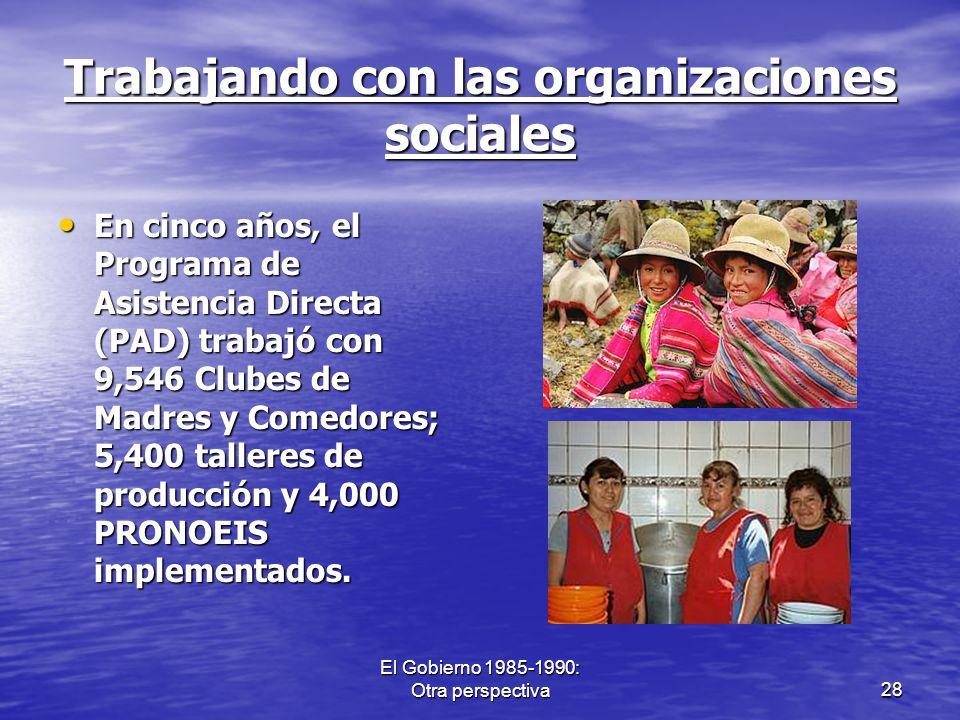 El Gobierno 1985-1990: Otra perspectiva28 Trabajando con las organizaciones sociales En cinco años, el Programa de Asistencia Directa (PAD) trabajó co