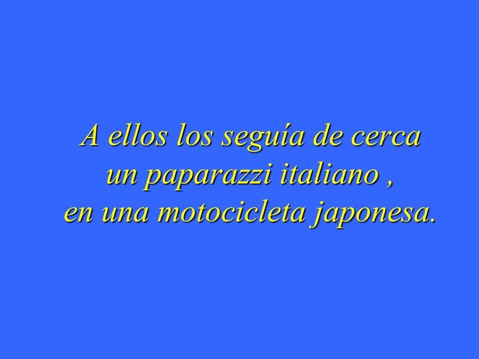 A ellos los seguía de cerca un paparazzi italiano, en una motocicleta japonesa.