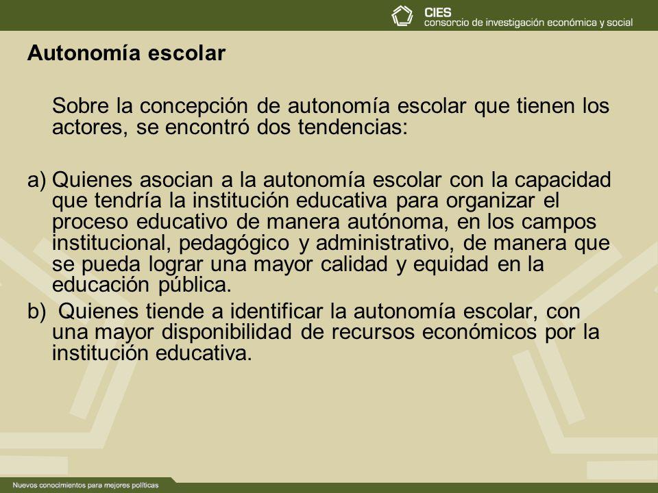 Autonomía escolar Sobre la concepción de autonomía escolar que tienen los actores, se encontró dos tendencias: a)Quienes asocian a la autonomía escola