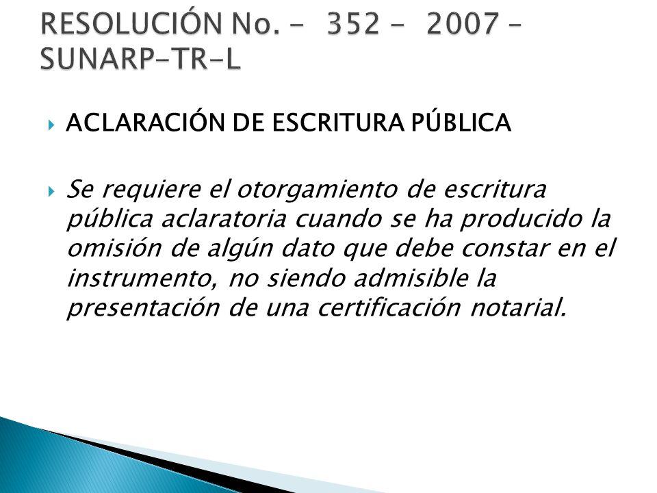 ACLARACIÓN DE ESCRITURA PÚBLICA Se requiere el otorgamiento de escritura pública aclaratoria cuando se ha producido la omisión de algún dato que debe constar en el instrumento, no siendo admisible la presentación de una certificación notarial.