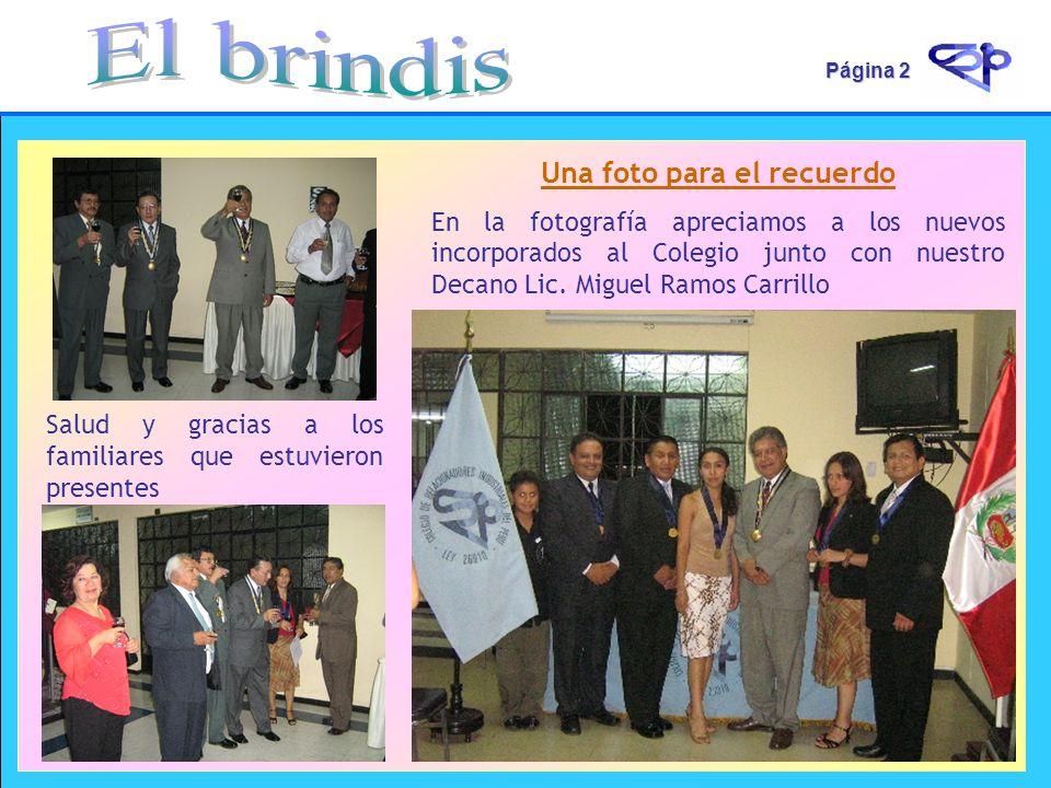 Página 2 Una foto para el recuerdo En la fotografía apreciamos a los nuevos incorporados al Colegio junto con nuestro Decano Lic. Miguel Ramos Carrill