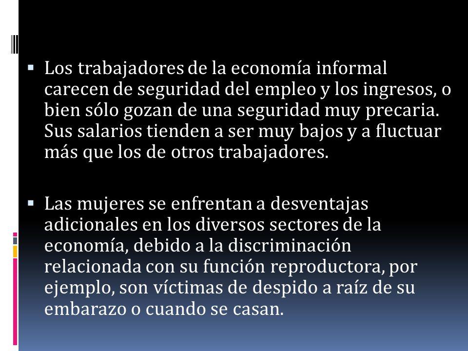 Los trabajadores de la economía informal carecen de seguridad del empleo y los ingresos, o bien sólo gozan de una seguridad muy precaria. Sus salarios