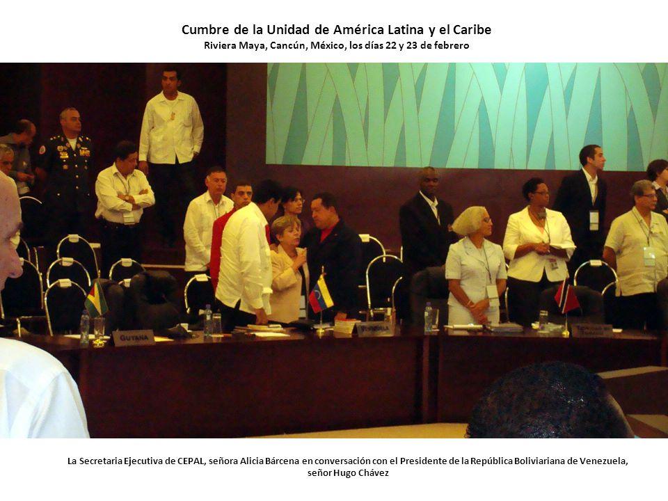 La Secretaria Ejecutiva de CEPAL, señora Alicia Bárcena en conversación con el Presidente de la República Boliviariana de Venezuela, señor Hugo Chávez Cumbre de la Unidad de América Latina y el Caribe Riviera Maya, Cancún, México, los días 22 y 23 de febrero