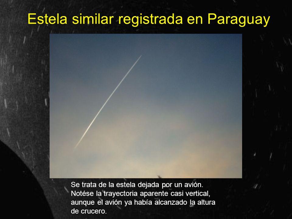Estela similar registrada en Paraguay Se trata de la estela dejada por un avión. Notése la trayectoria aparente casi vertical, aunque el avión ya habí