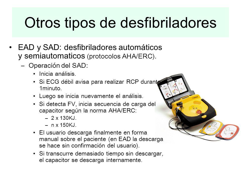 Otros tipos de desfibriladores EAD y SAD: desfibriladores automáticos y semiautomaticos (protocolos AHA/ERC). –Operación del SAD: Inicia análisis. Si