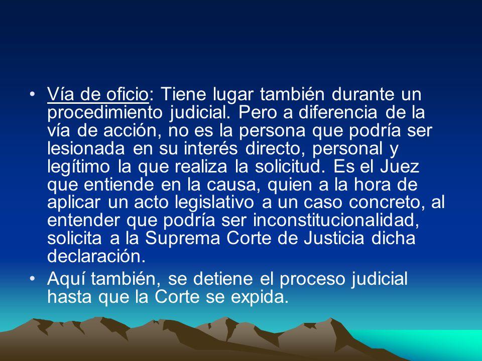 Vía de oficio: Tiene lugar también durante un procedimiento judicial.