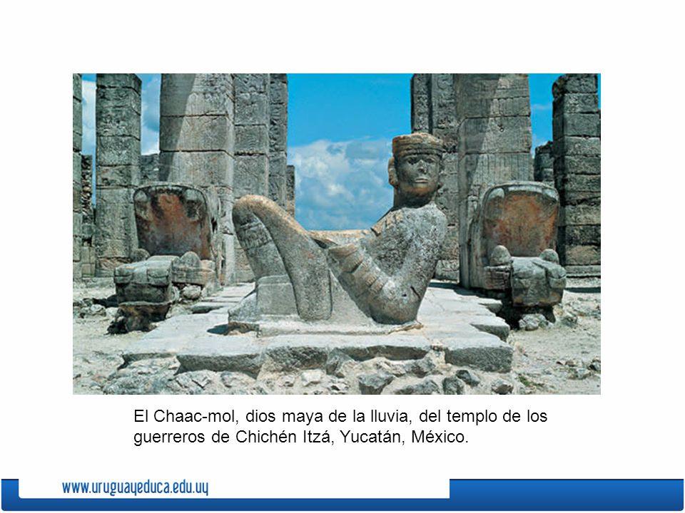 El Chaac-mol, dios maya de la lluvia, del templo de los guerreros de Chichén Itzá, Yucatán, México.