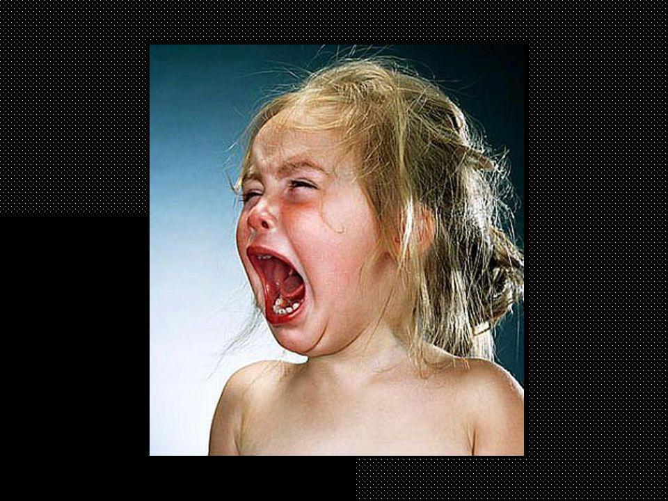 Julio Cortázar Instrucciones para llorar Historias de Cronopios y de Famas (1962) Dejando de lado los motivos, atengámonos a la manera correcta de llorar, entendiendo por esto un llanto que no ingrese en el escándalo, ni que insulte a la sonrisa con su paralela y torpe semejanza.