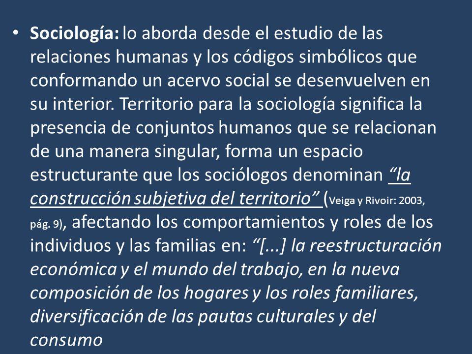 Sociología: lo aborda desde el estudio de las relaciones humanas y los códigos simbólicos que conformando un acervo social se desenvuelven en su interior.