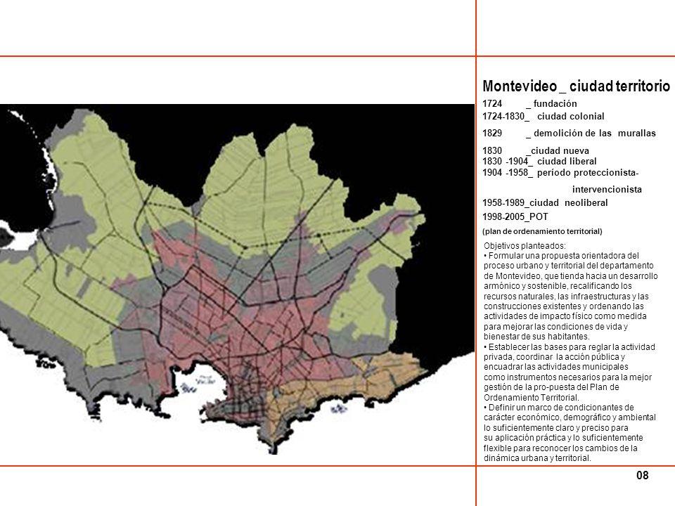 El Área Metropolitana (2007) puede definirse como un territorio fuertemente jerarquizado con un núcleo central: la ciudad de Montevideo (capital nacional), que concentra la mayor parte de la población, las actividades económicas y los servicios.