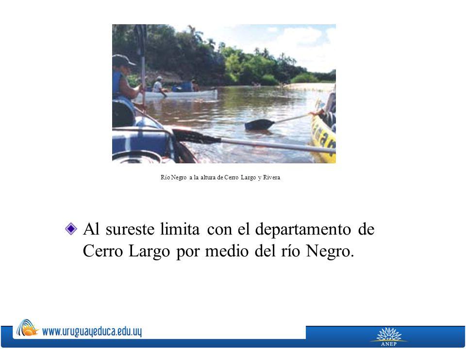 Al sureste limita con el departamento de Cerro Largo por medio del río Negro. Río Negro a la altura de Cerro Largo y Rivera