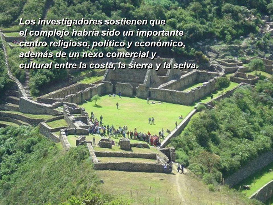 Por sus palacios y templos de dos niveles, sus sistemas de fuentes, canales y acueductos y su admirable andenería