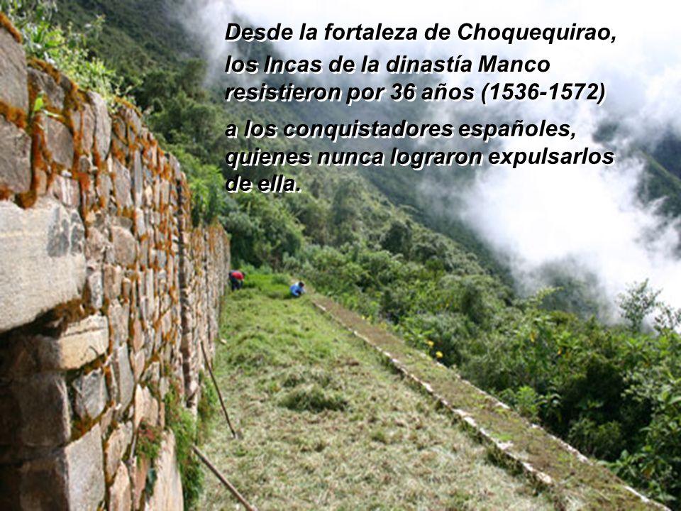 Se ubica en la margen derecha del río Apurímac (la localidad de Cachora está en la margen izquierda), en la ladera de una colina del cerro del mismo n