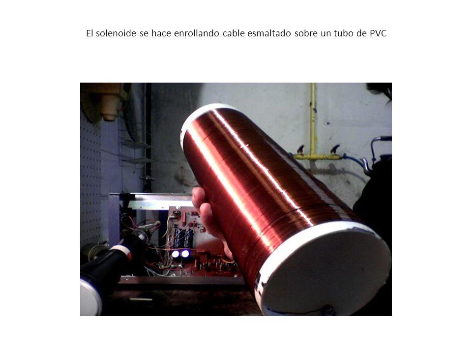El solenoide se hace enrollando cable esmaltado sobre un tubo de PVC