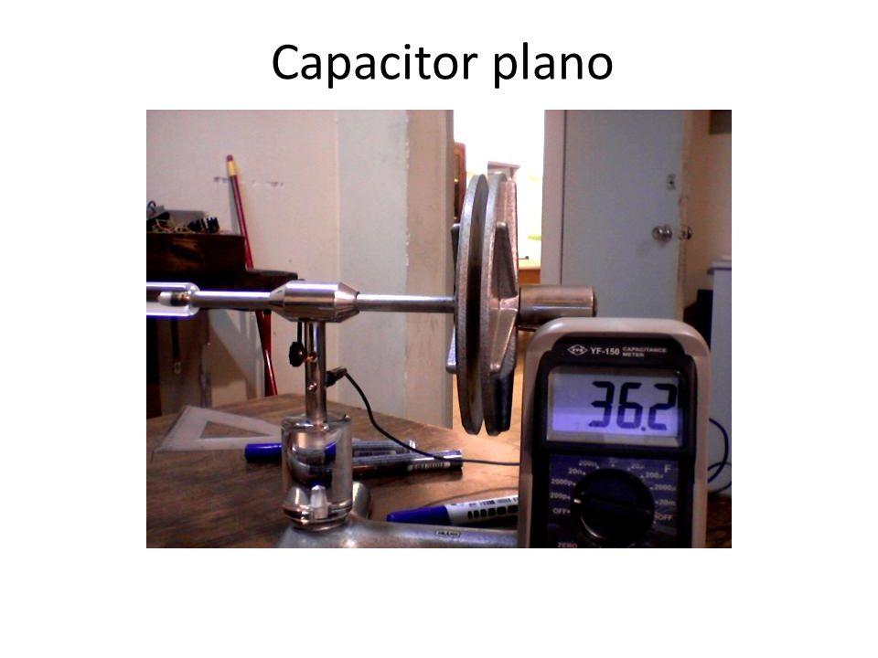 Capacitor plano