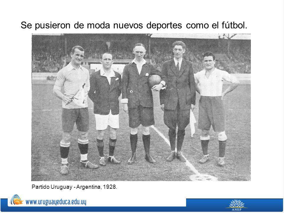 Se pusieron de moda nuevos deportes como el fútbol. Partido Uruguay - Argentina, 1928.