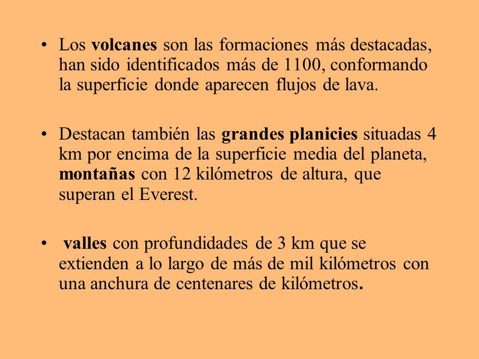 Los volcanes son las formaciones más destacadas, han sido identificados más de 1100, conformando la superficie donde aparecen flujos de lava. Destacan