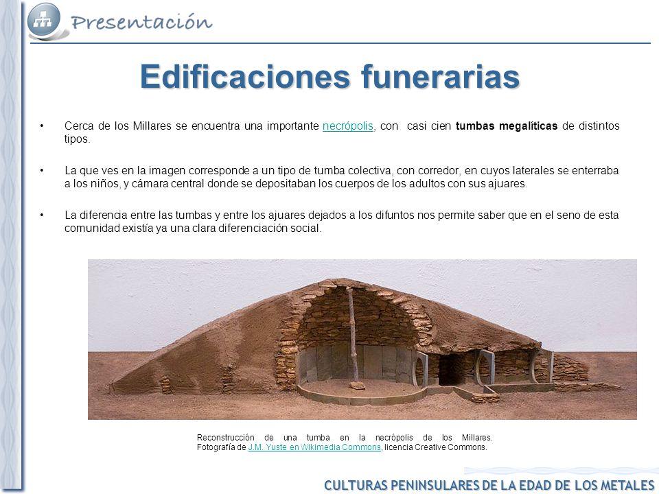 CULTURAS PENINSULARES DE LA EDAD DE LOS METALES Reconstrucción de una tumba en la necrópolis de los Millares. Fotografía de J.M. Yuste en Wikimedia Co