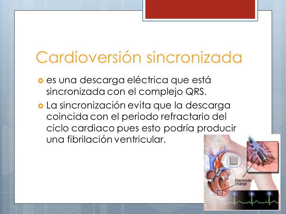 Cardioversión sincronizada es una descarga eléctrica que está sincronizada con el complejo QRS. La sincronización evita que la descarga coincida con e