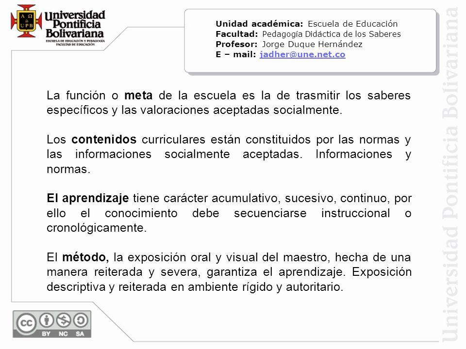La función o meta de la escuela es la de trasmitir los saberes específicos y las valoraciones aceptadas socialmente. Los contenidos curriculares están