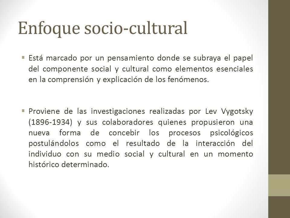Enfoque socio-cultural Está marcado por un pensamiento donde se subraya el papel del componente social y cultural como elementos esenciales en la comp