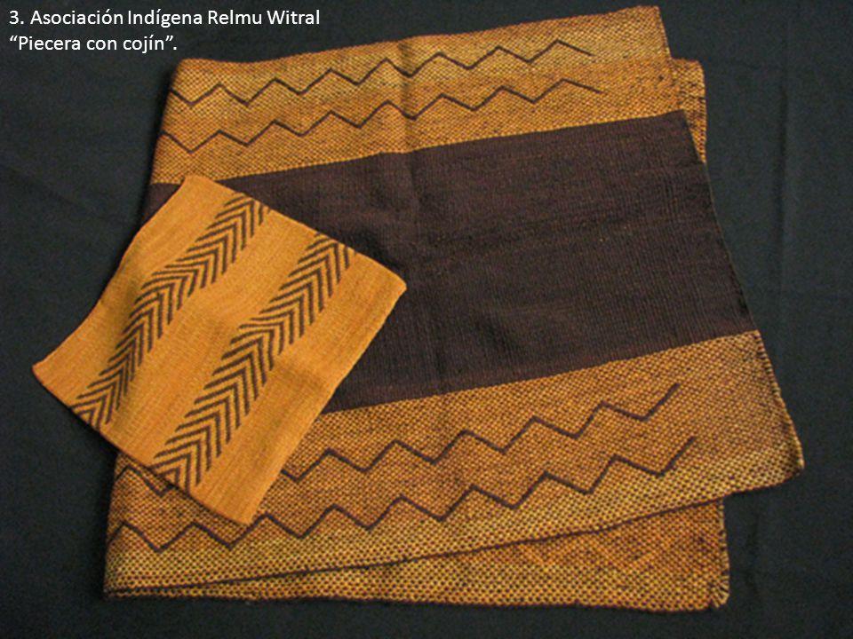 3. Asociación Indígena Relmu Witral Piecera con cojín.
