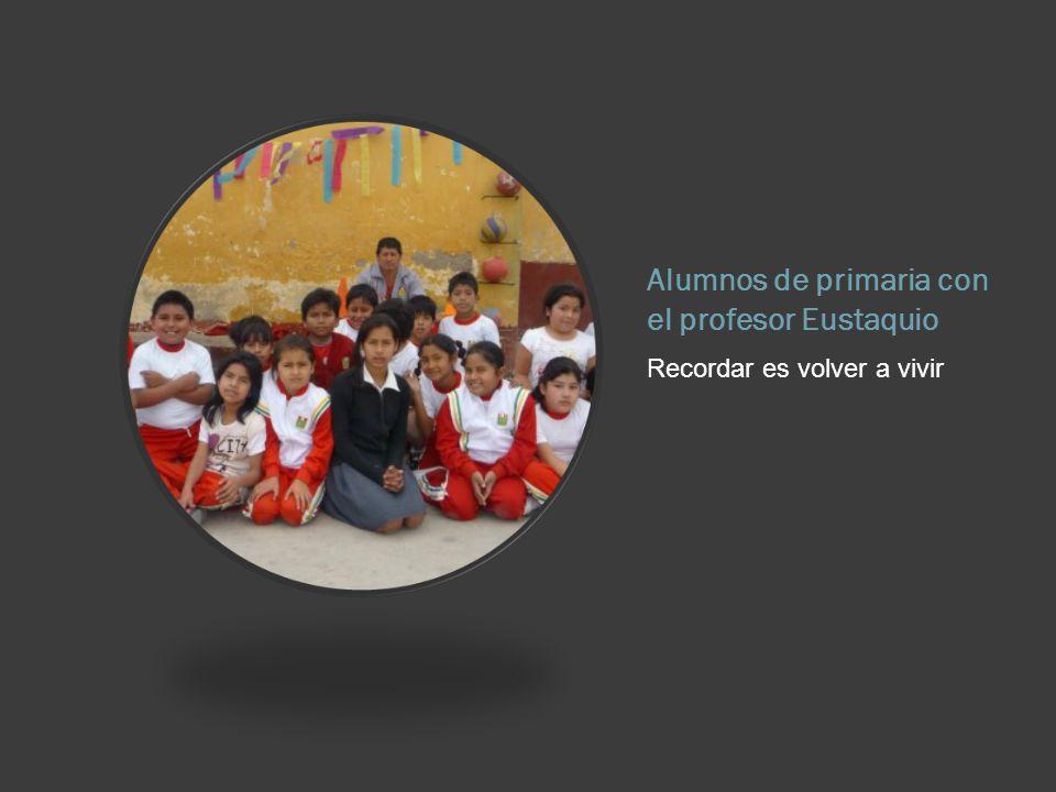Alumnos de primaria con el profesor Eustaquio Recordar es volver a vivir