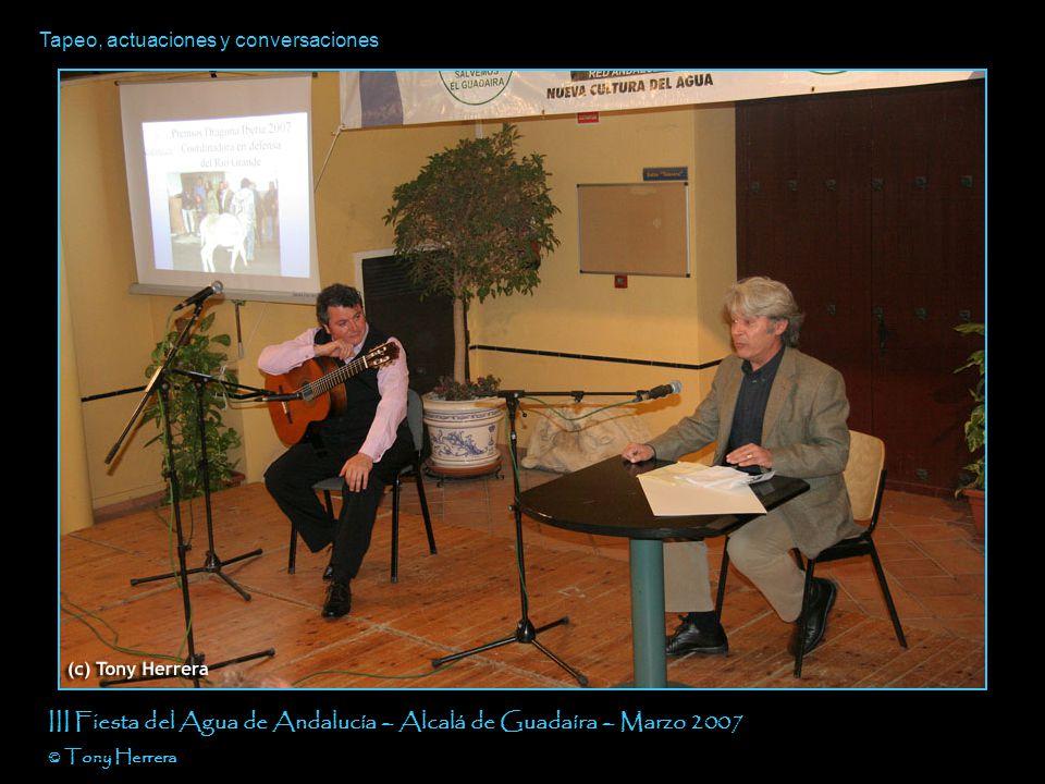Tapeo, actuaciones y conversaciones III Fiesta del Agua de Andalucía – Alcalá de Guadaíra – Marzo 2007 © Tony Herrera Merinoss man Maletín del delito