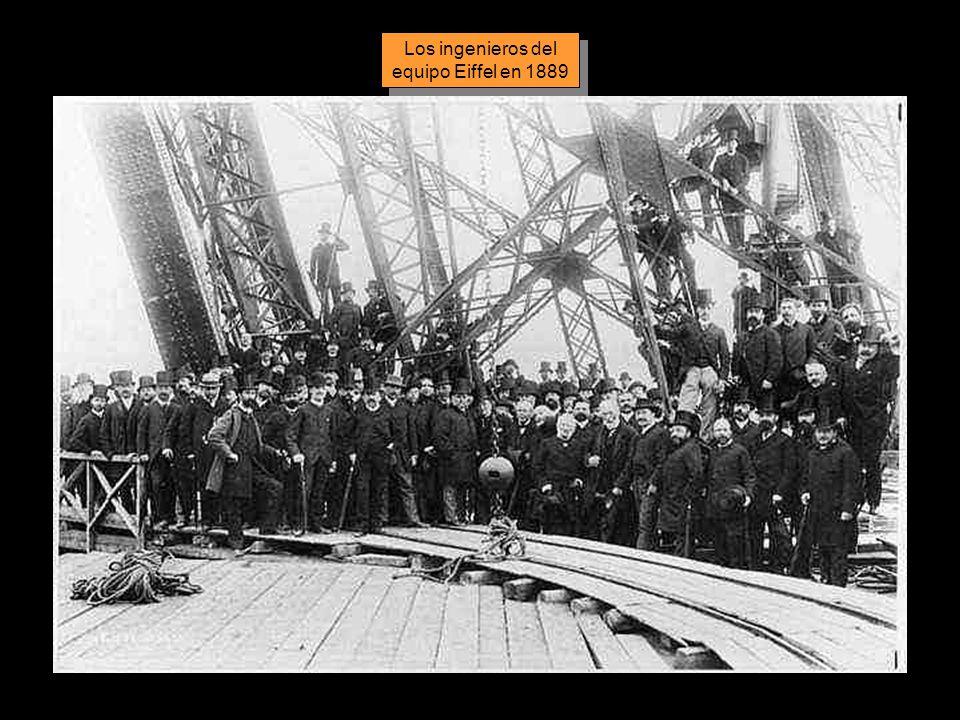 Los ingenieros del equipo Eiffel en 1889