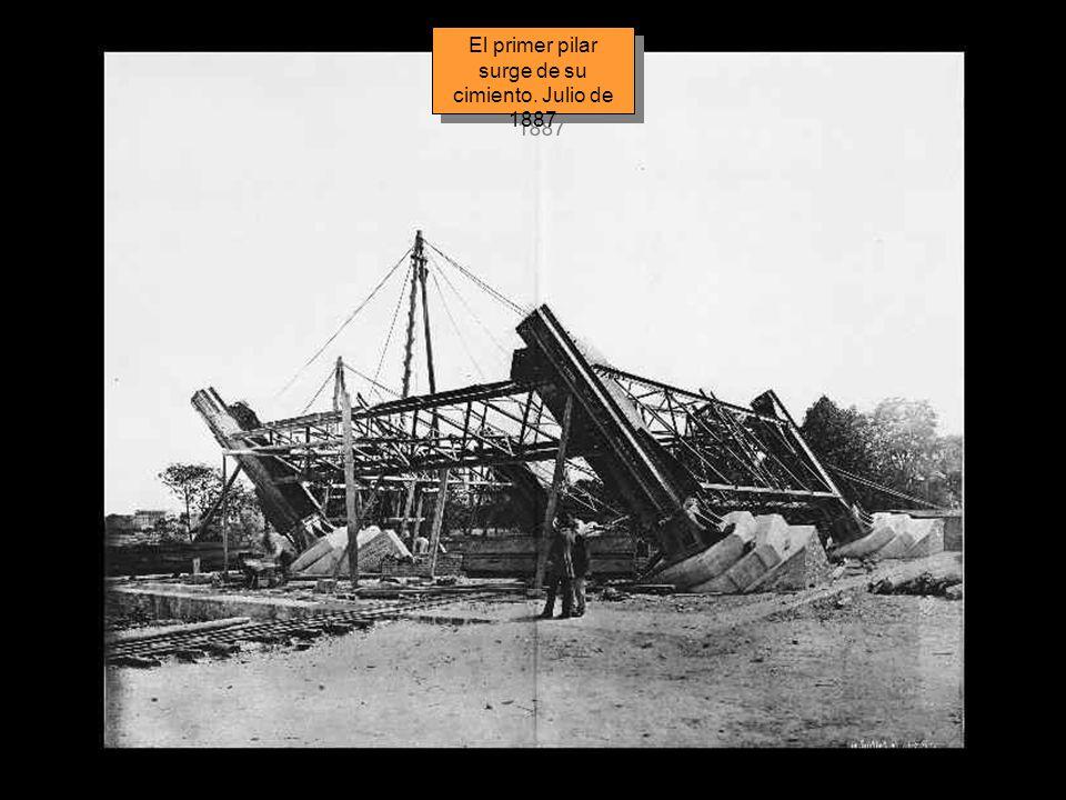 El primer pilar surge de su cimiento. Julio de 1887