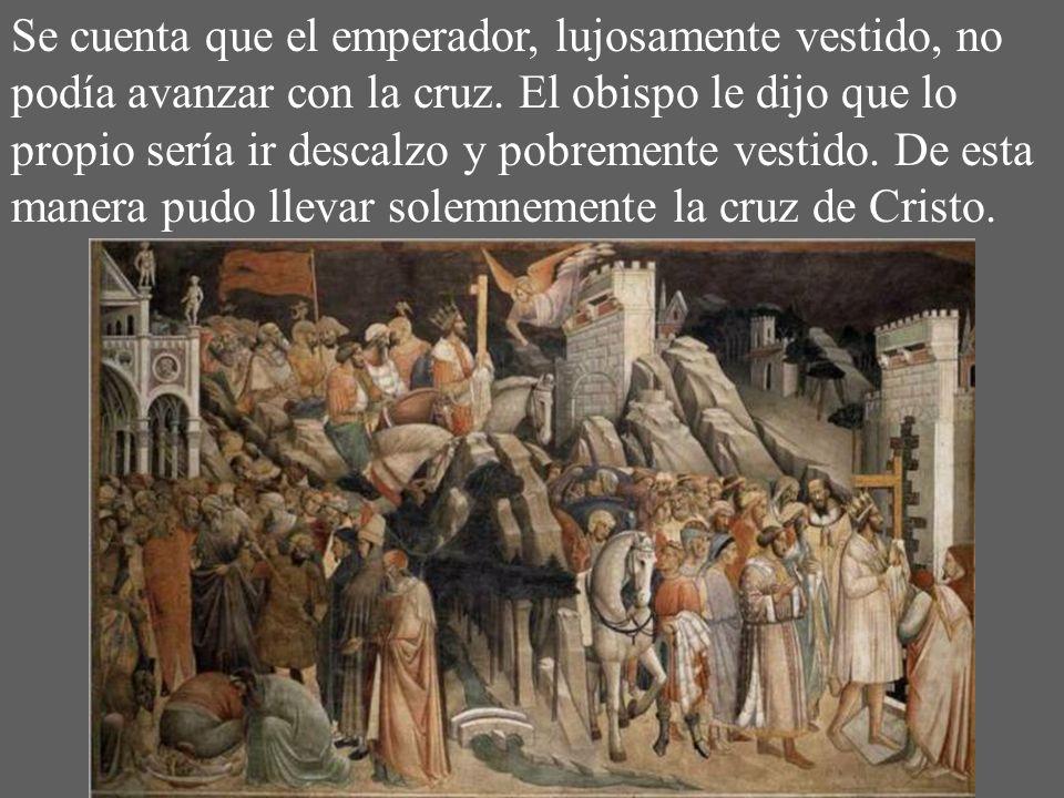 Se cuenta que el emperador, lujosamente vestido, no podía avanzar con la cruz.