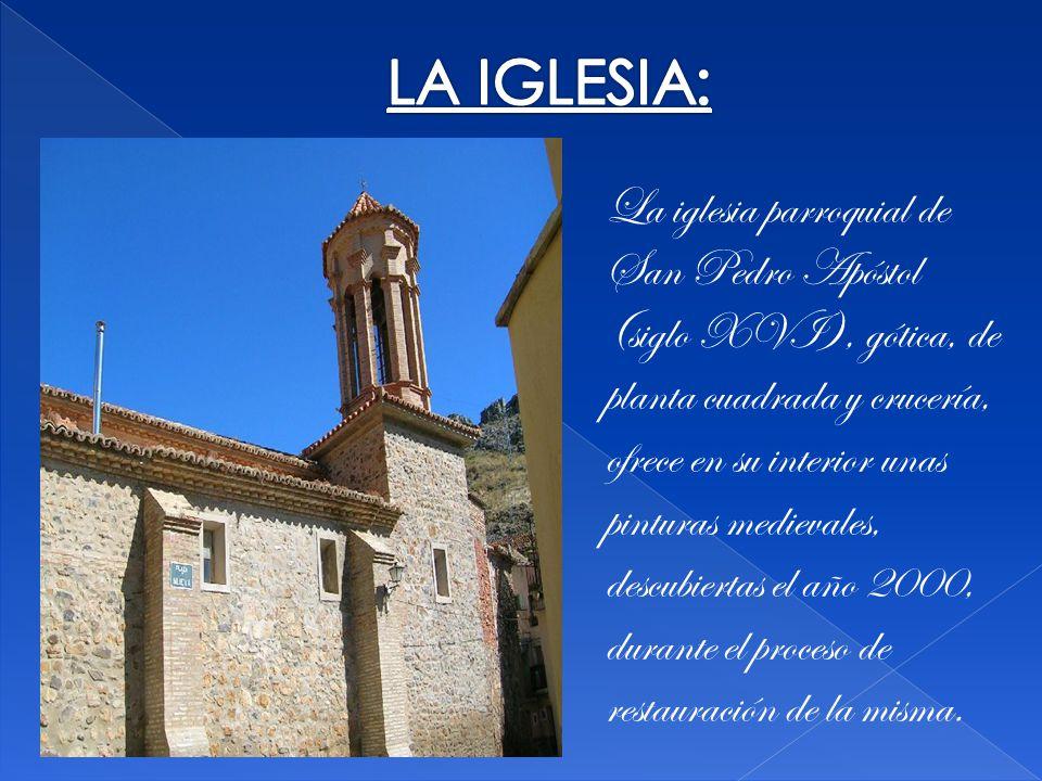 La iglesia parroquial de San Pedro Apóstol (siglo XVI), gótica, de planta cuadrada y crucería, ofrece en su interior unas pinturas medievales, descubiertas el año 2000, durante el proceso de restauración de la misma.