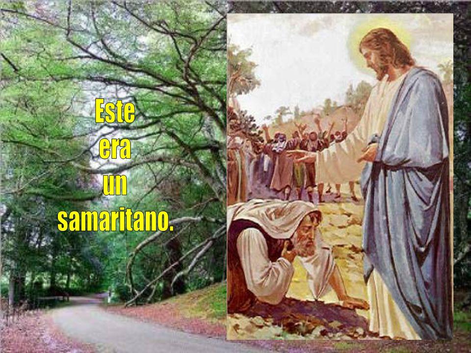 y se echó por tierra a los pies de Jesús, dándole gracias.