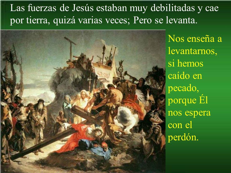 Una mujer limpia el rostro de Jesús.