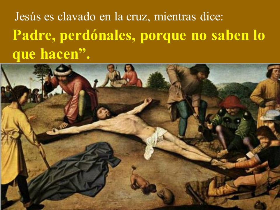 Cuando llegan al Calvario, Jesús es despojado de sus vestidos.