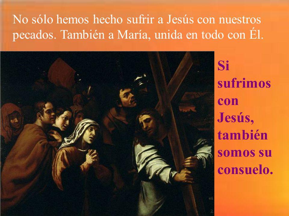 Y Jesús sale con la cruz a cuestas. La abraza con amor, porque ahí van nuestros pecados y nos los quiere redimir. Para que sepamos llevar las cruces d