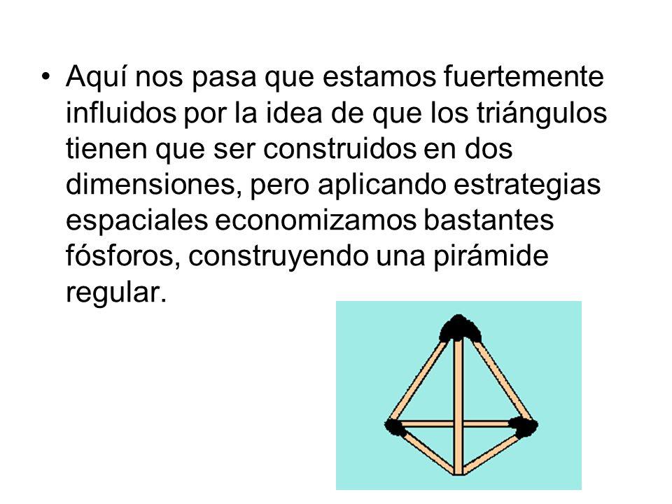 Aquí nos pasa que estamos fuertemente influidos por la idea de que los triángulos tienen que ser construidos en dos dimensiones, pero aplicando estrategias espaciales economizamos bastantes fósforos, construyendo una pirámide regular.