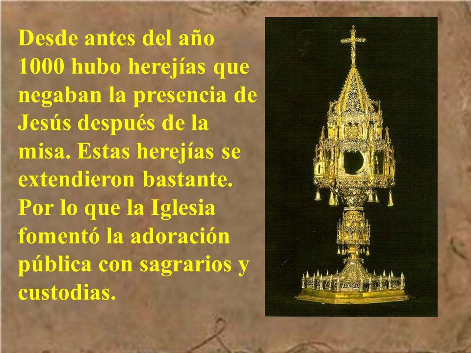 Durante muchos siglos,después de la misa, Jesús en la Eucaristía se guardaba de forma privada, para que sirviera de viático a los enfermos.