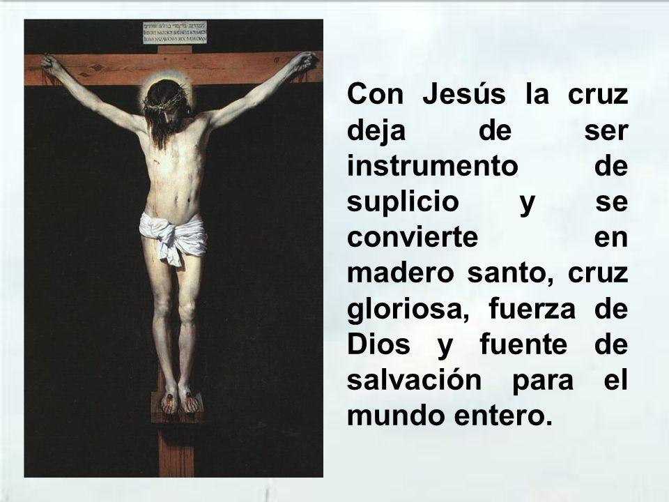 En la cruz Jesús se muestra plenamente como el Mesías, el Cristo, que trae la salvación plena y definitiva, de modo que «es el que había de venir y no