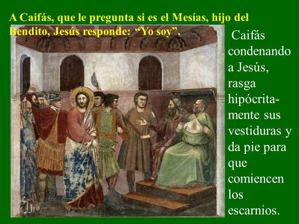 Jesús es llevado ante el sumo sacerdote. Ante las acusaciones falsas que le hacen, Jesús calla.