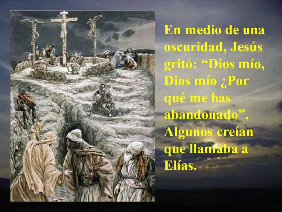 La gente que pasaba le insultaba. Y los príncipes de los sacerdotes se reían porque no podía bajar de la cruz.